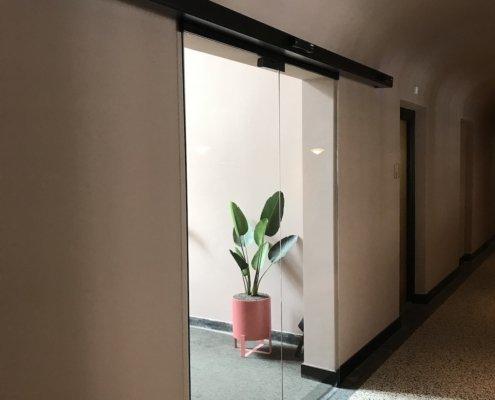 Automatische schuifdeur VinFlex volledig glas hotel Utrecht